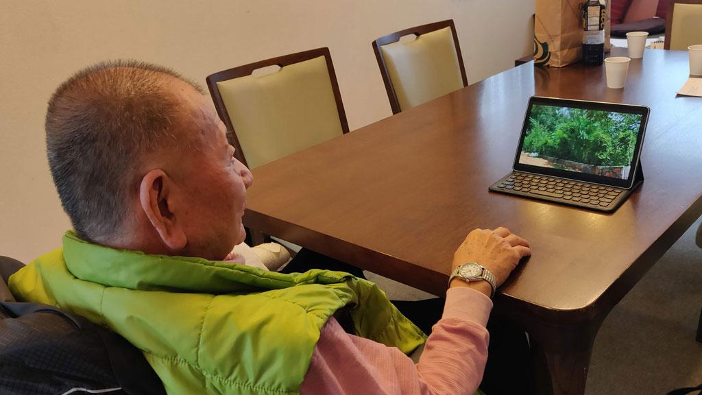 Prof. Akira Miyawaki watching the videos of Crowd Foresting