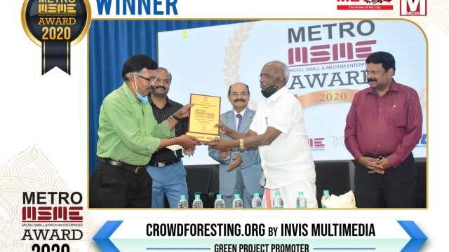 MR Hari, Managing Director of Invis Multimedia receiving the Award