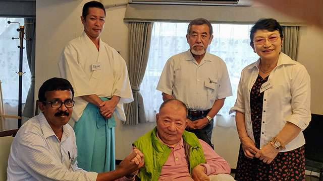 Akira Miyawaki with the team